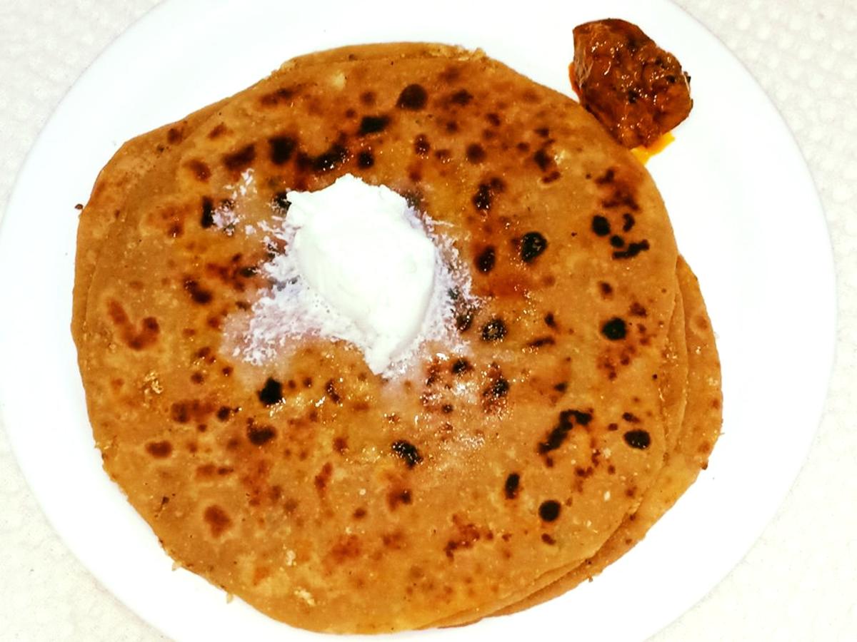 Gobi paratha (stuffed cauliflower flatbread)
