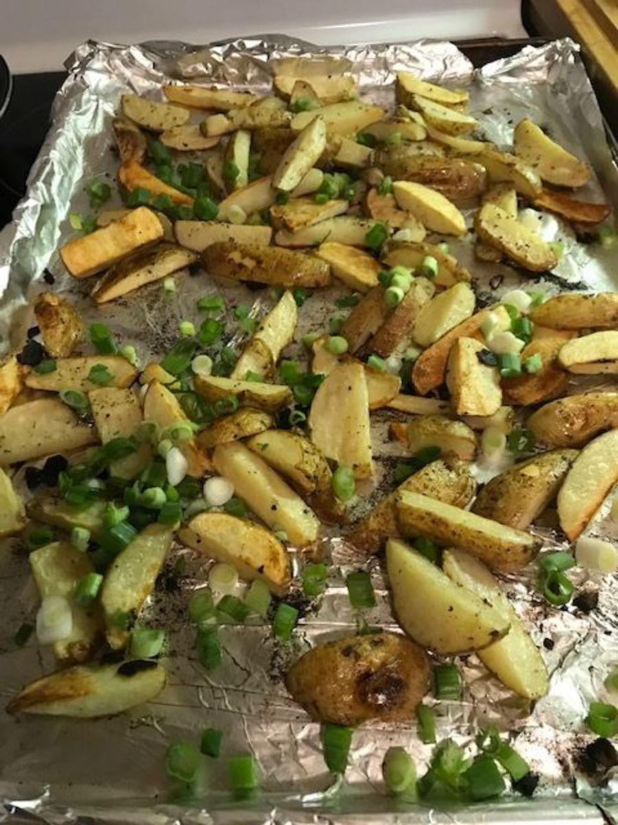 Baked Garlic Ranch Potato Wedges