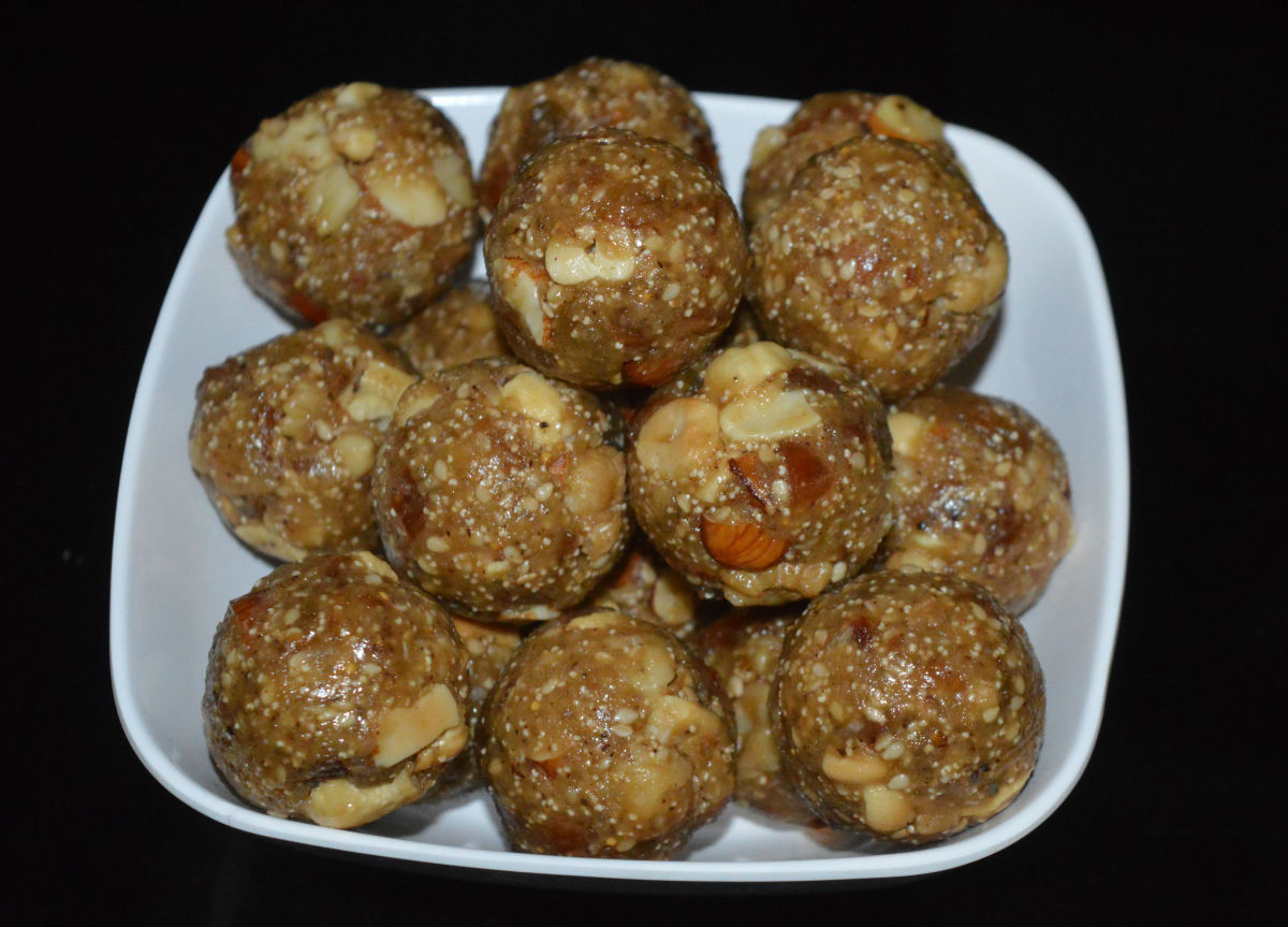 Dry Fruit Laddu With Edible Gum (Antina Unde)