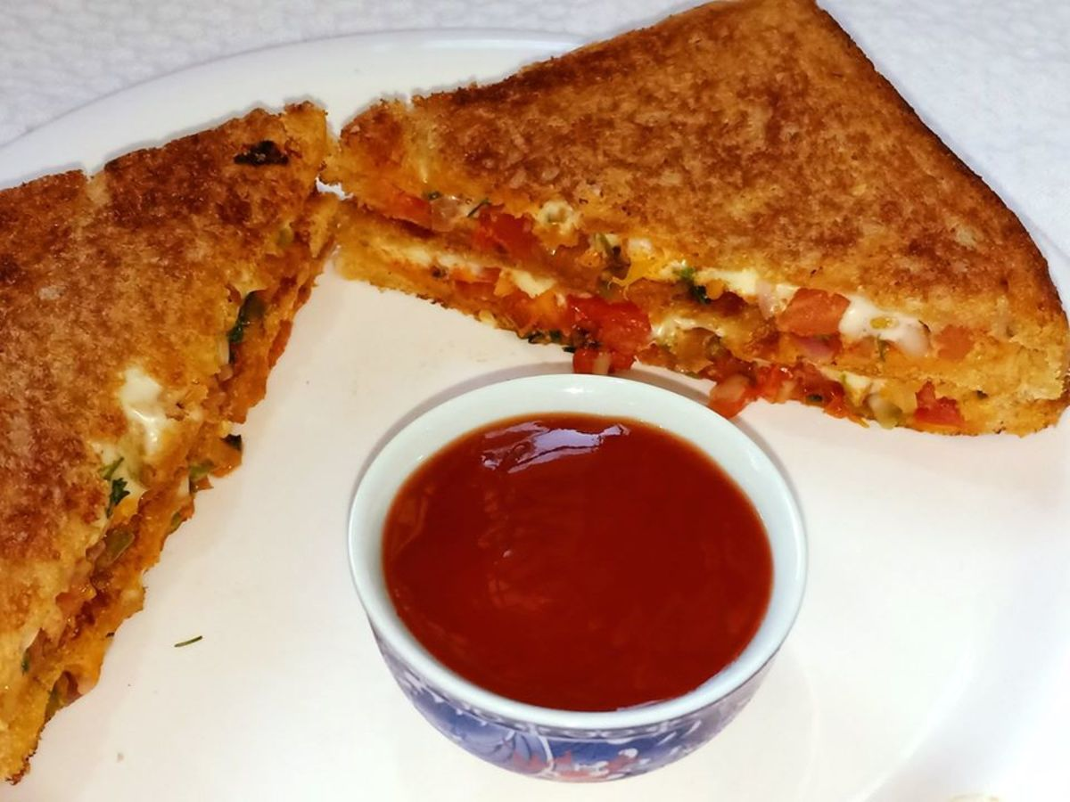 10-Minute Spicy Onion Tomato Sandwich Recipe
