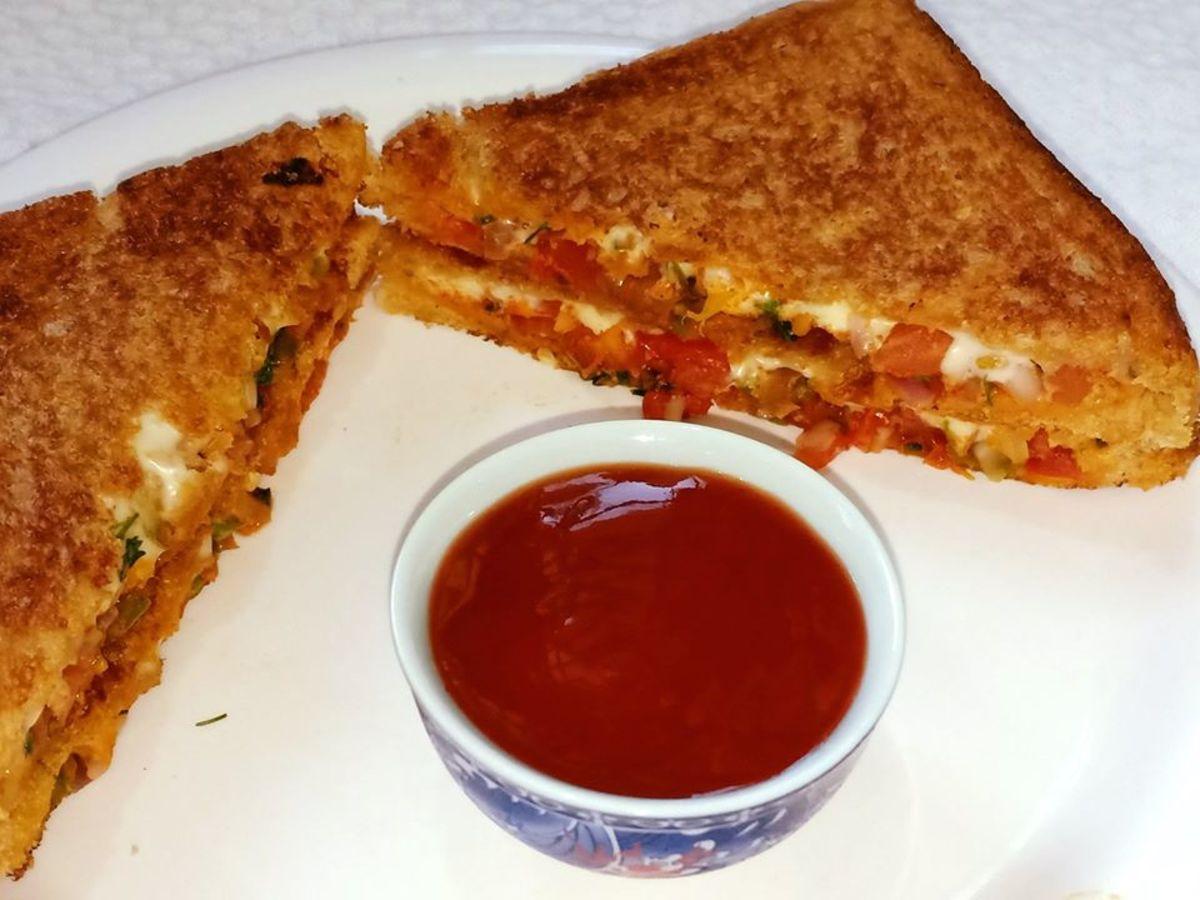 10-Minute Spicy Onion Tomato Sandwich Recipe