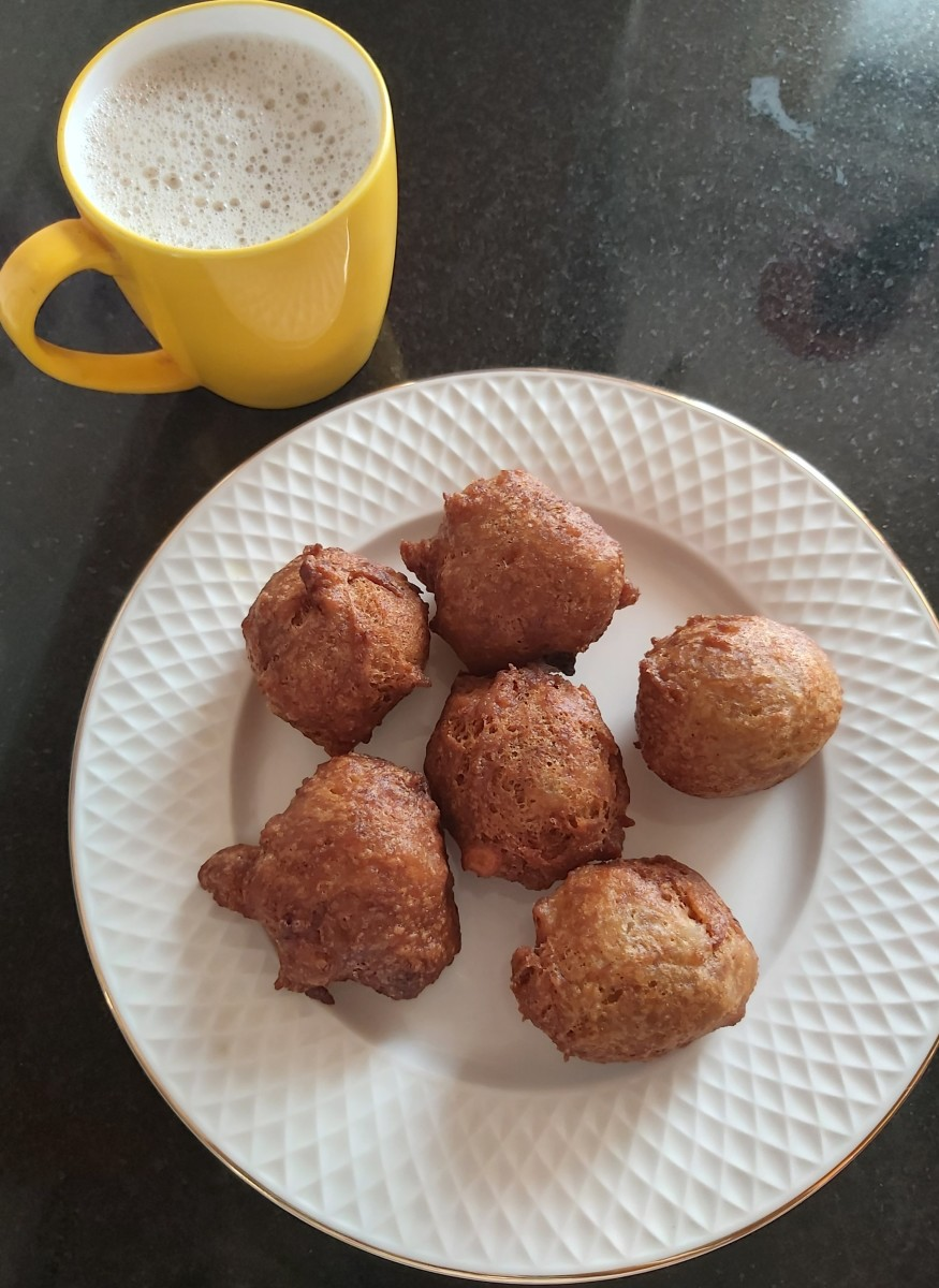 South Indian Banana Fritters With Wheat Flour (Banana Bonda)