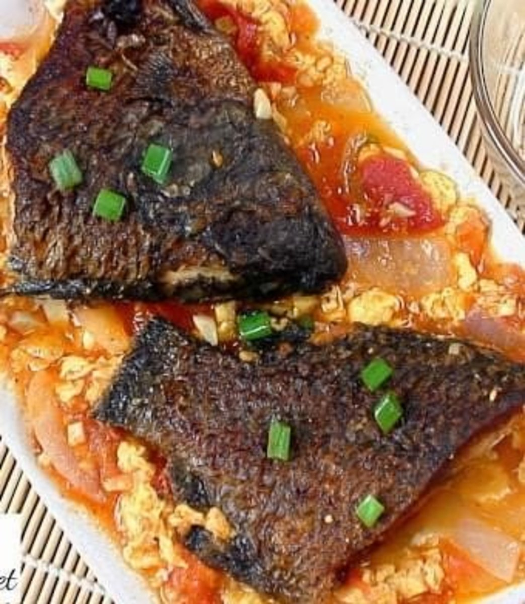 Sarciadong Isda (Filipino Fish Stew With Tomato Sauce)
