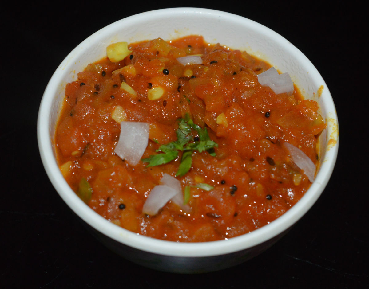 Homemade Roasted Tomato Salsa for Paratha and Chapati