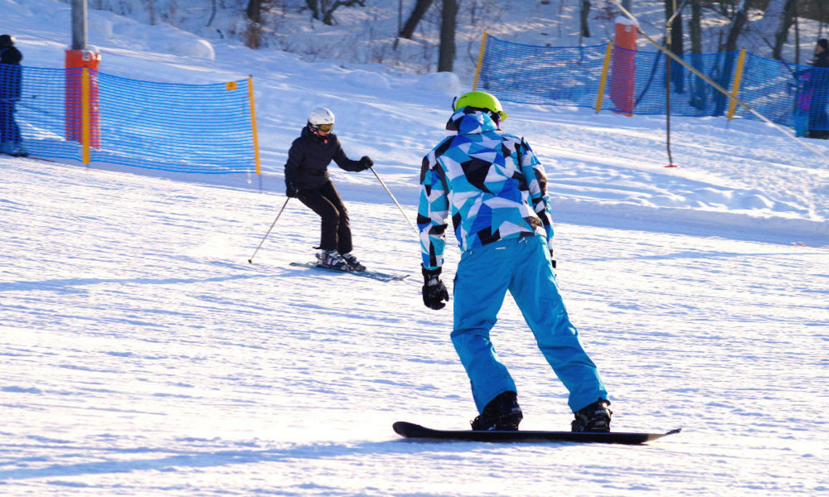 Skiing Vs. Snowboarding - Which One Best for You?