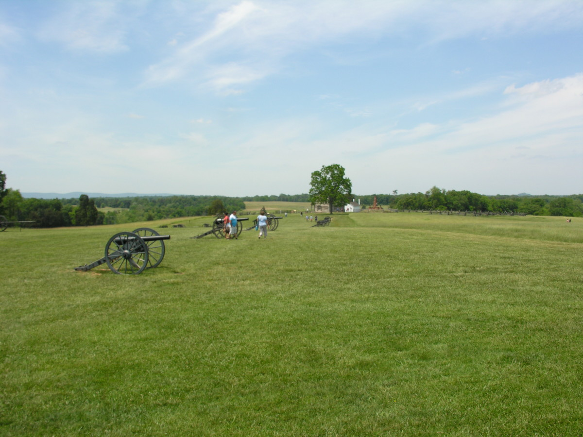 A line of cannons at Manassas National Battlefield, May 2015.