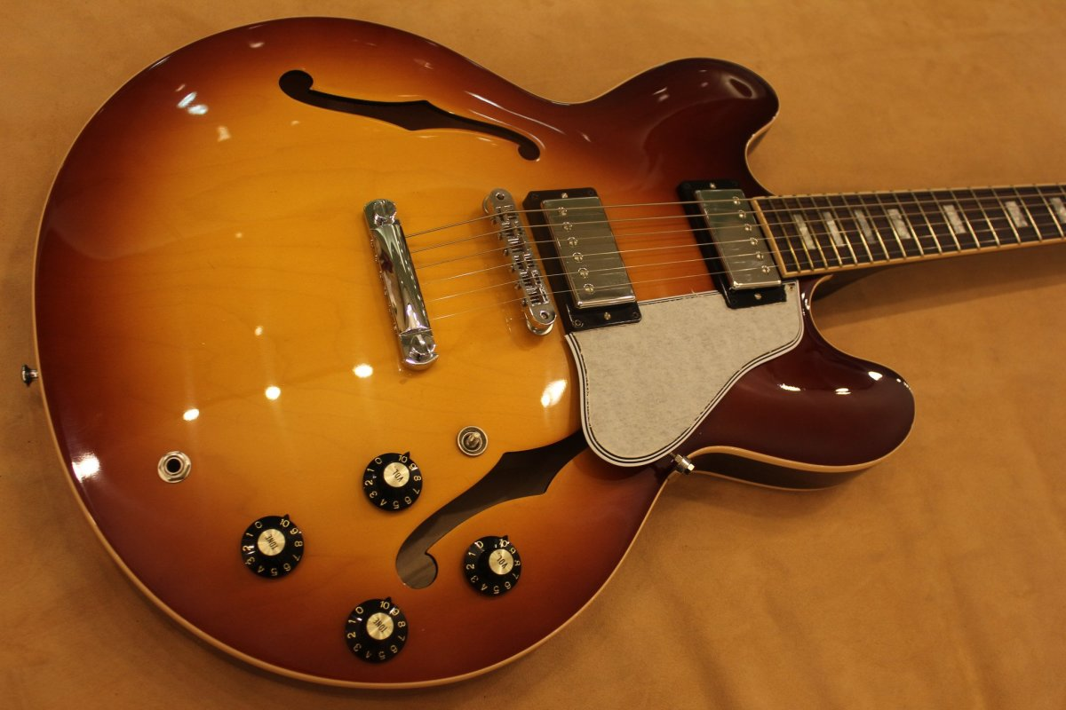 the 5 best gibson es 335 signature guitars spinditty. Black Bedroom Furniture Sets. Home Design Ideas