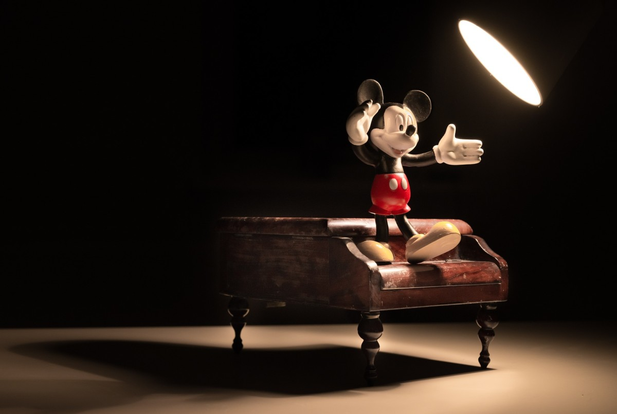 不要让怯场阻碍你!你值得在聚光灯下展示你的才华和光芒。