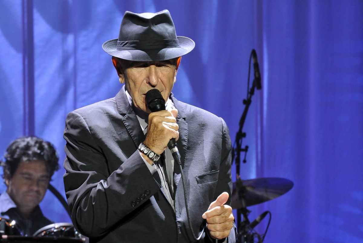 Leonard performing with trademark fedora hat