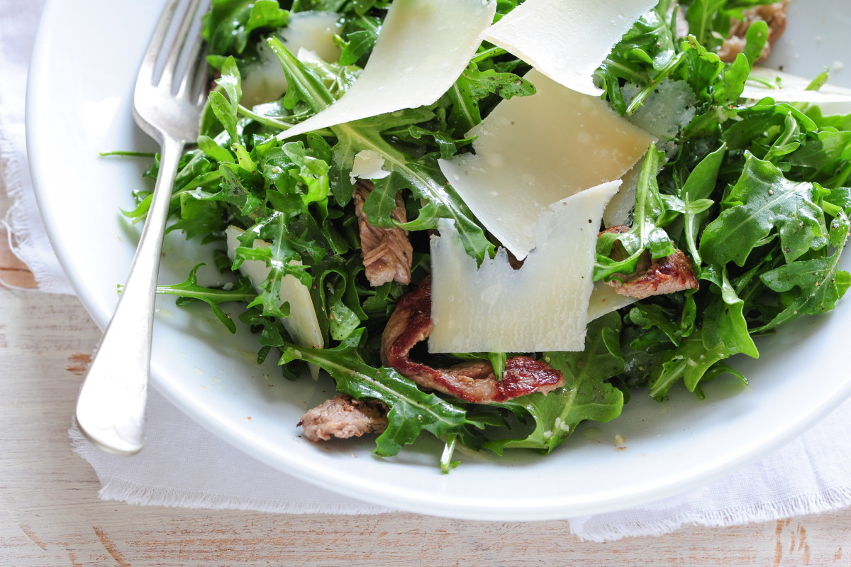 A healthy meal doesn't need to be unappetizing. Just look at this steak salad! Perfect for a sedentary lifestyle.