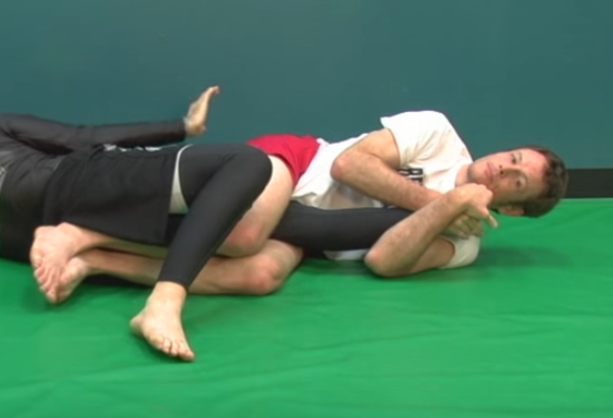 How to Do a Kneebar in BJJ