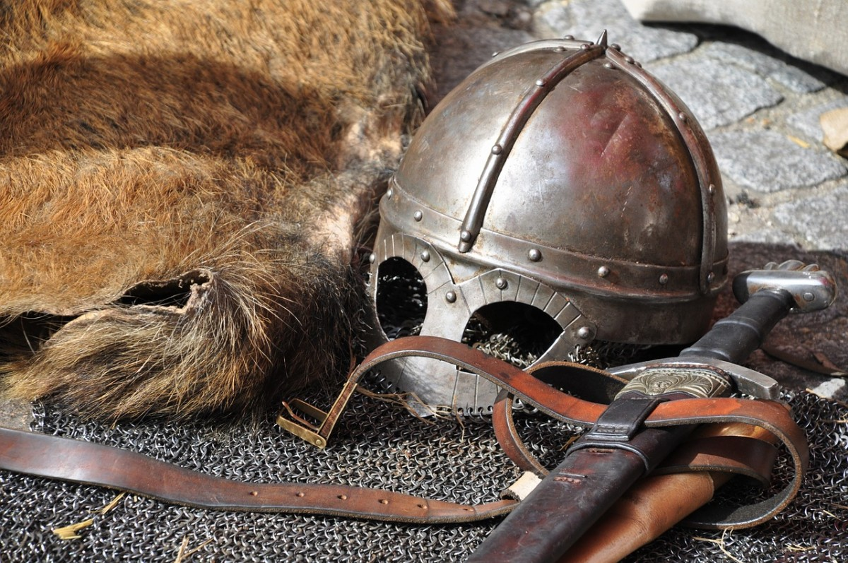 Weird Wyrds:   The Cyclical and Similar Natures of Beowulf's and Hrothgar's Lives