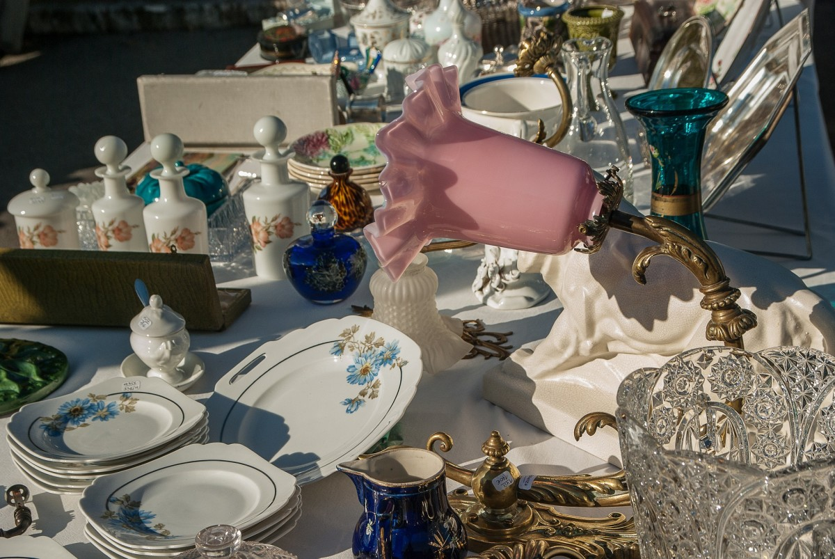 Take time to polish and dust your items so they sparkle in the sun. Would you buy an item covered in dust and dirt at the store? No! So treat your garage sale merchandise as if it were being displayed in a tidy retail environment.