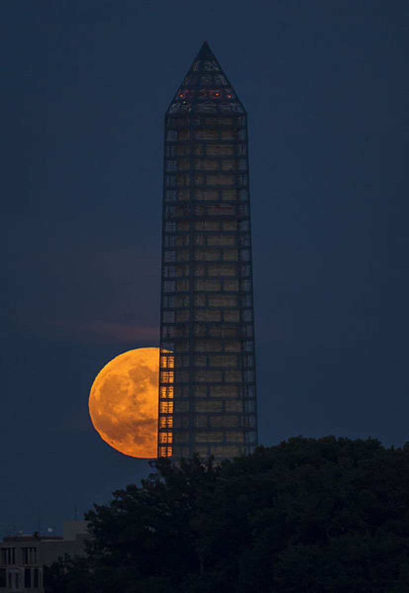 A June (2013) Supermoon rises behind the Washington Monument.