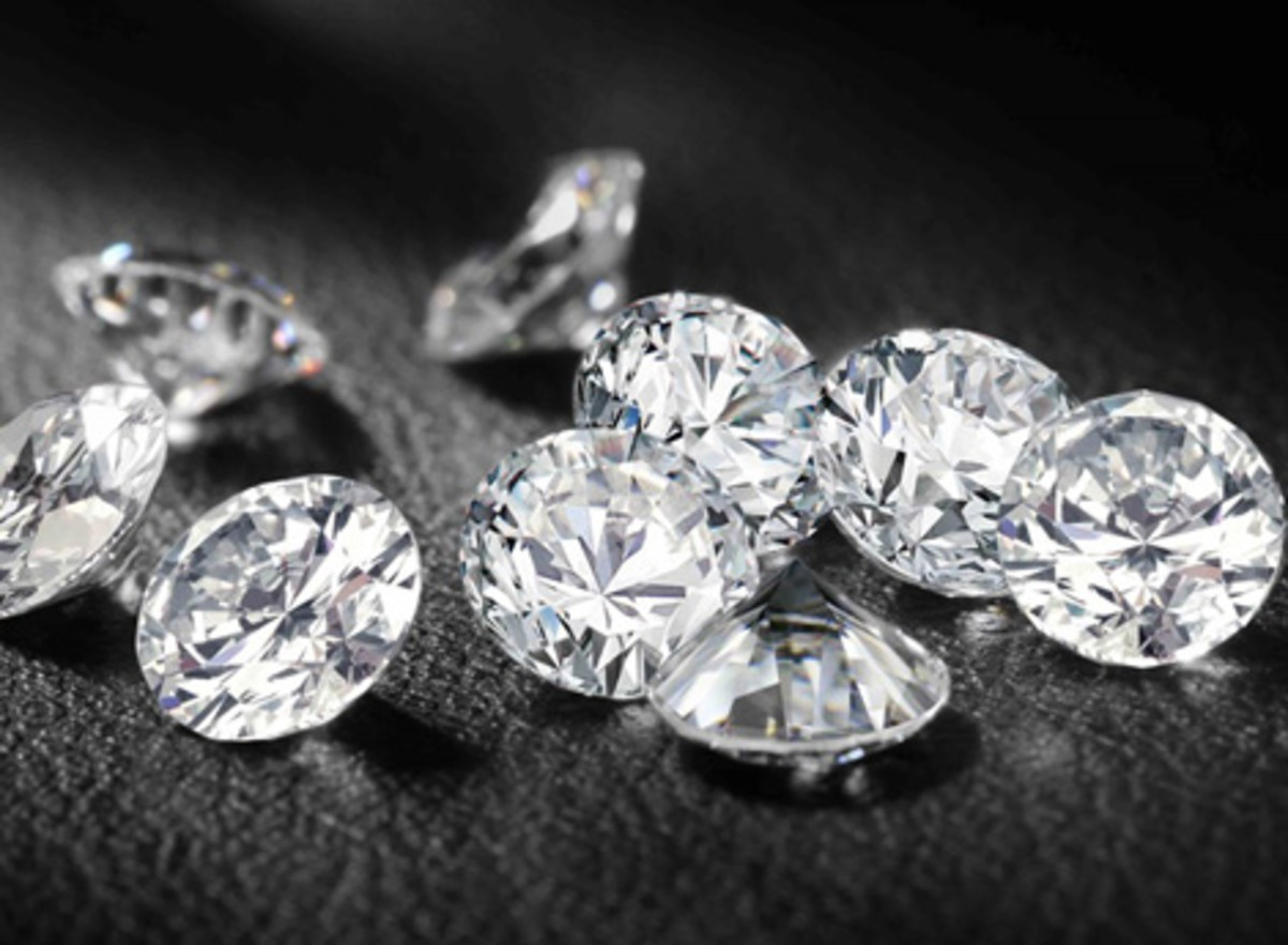 How to Choose the Right Diamond for Your Engagement