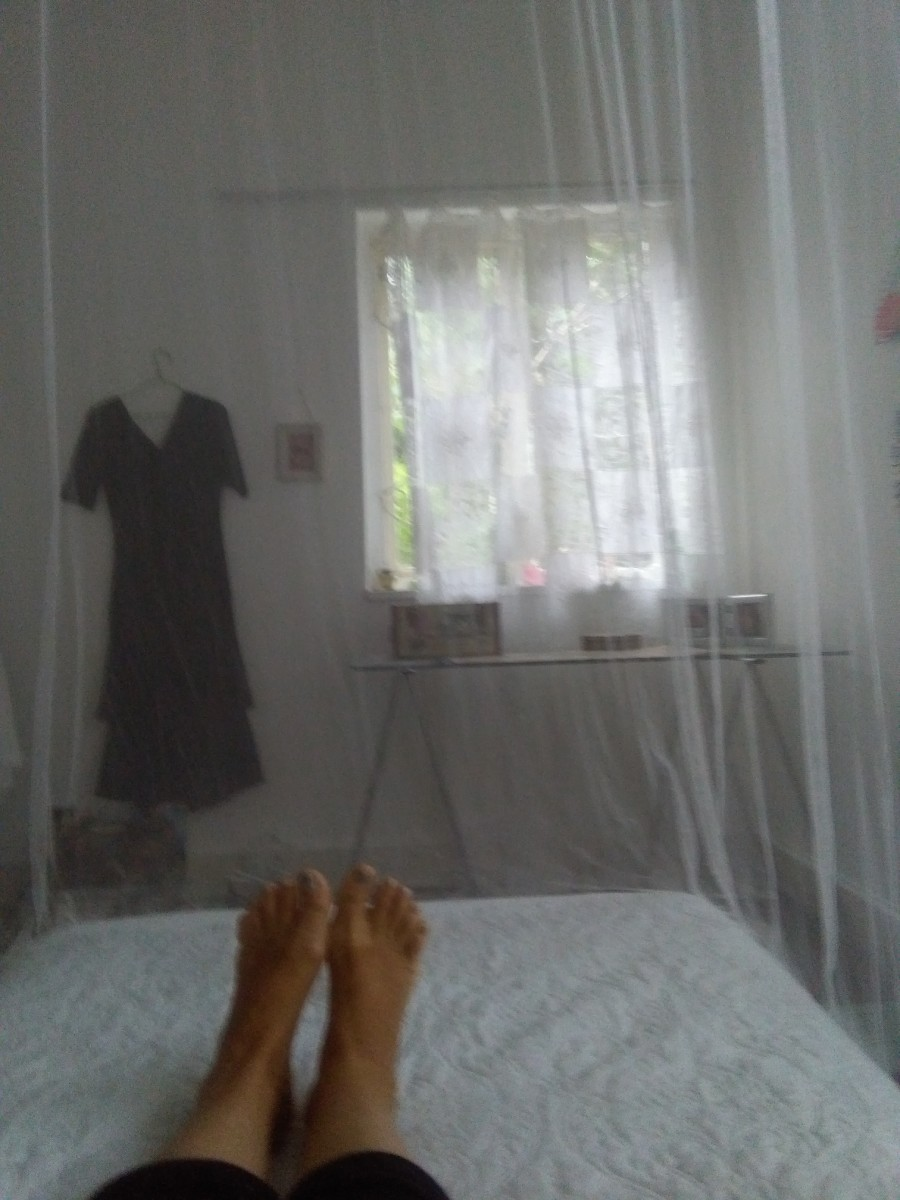 As you can see, lying on my bed, I still have a clear view of everything around me.