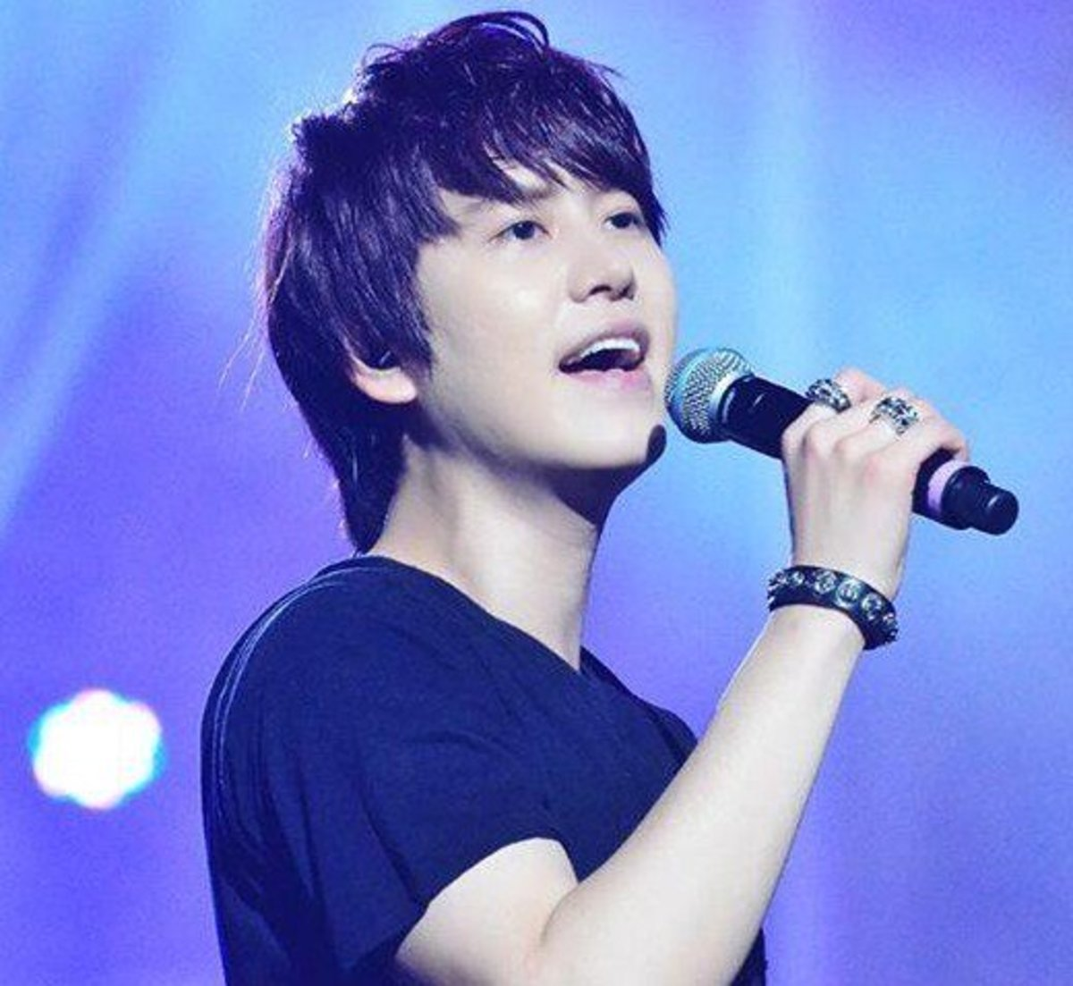 Top 10 Best K-Pop Male Vocalists