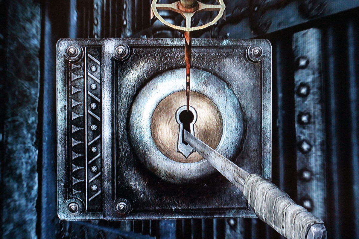This is a lockpicking screen with the Skeleton Key, a lockpick that never breaks.