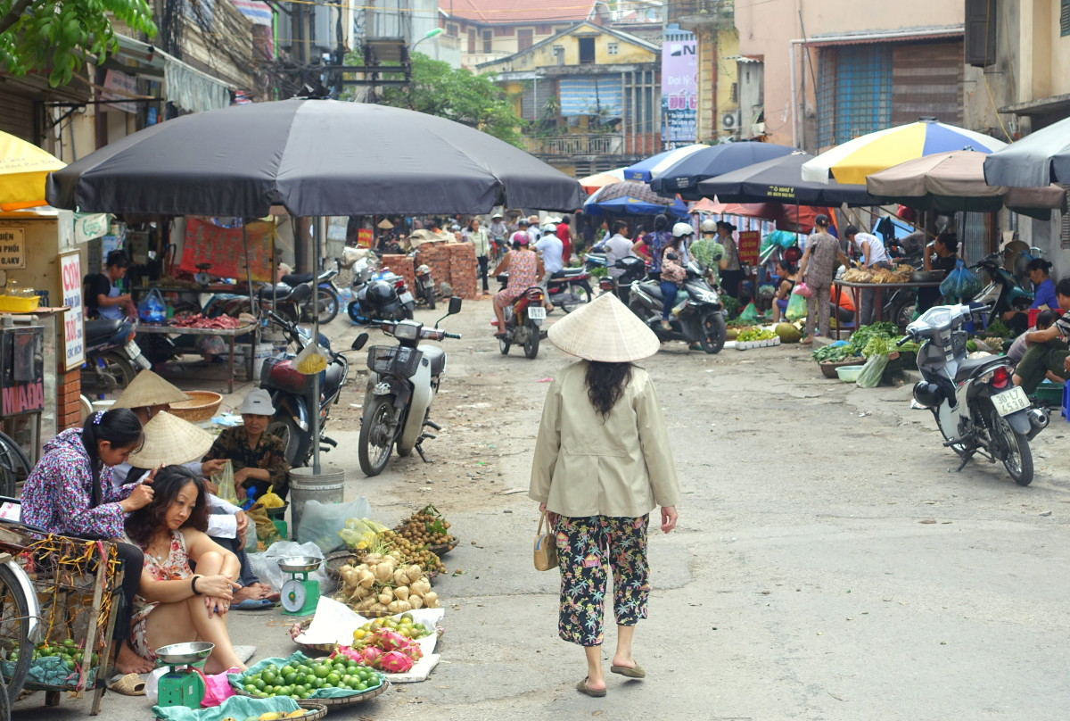 """Hey Good-Looking"" – A Survival Guide for Street Markets in Vietnam"