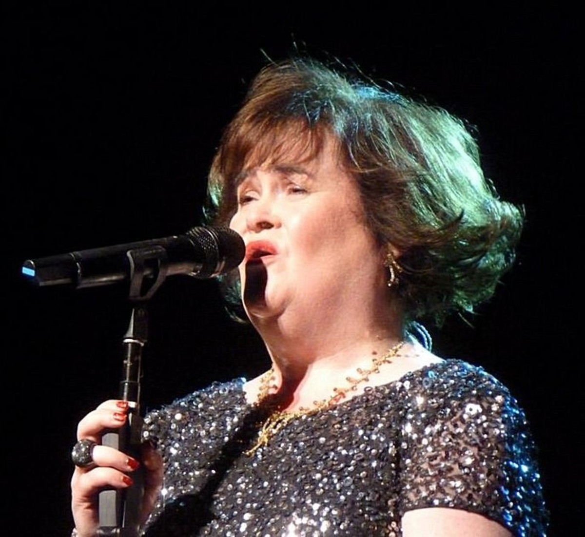 """Susan Boyle singing at the Edinburgh Festival Theater, July 12, 2013"""