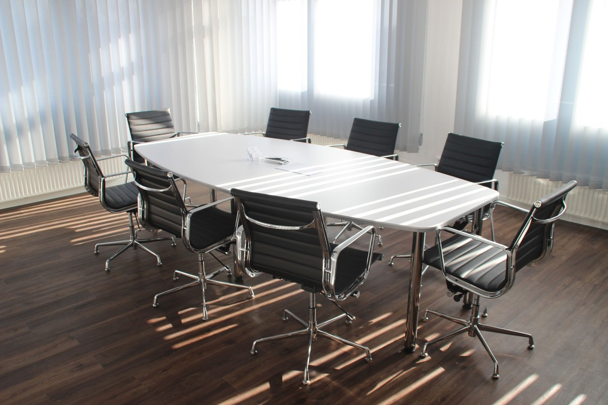 Holding an effective meetings starts with choosing the right space to gather. Make sure to book your meeting room well in advance so that it's available when you need it.