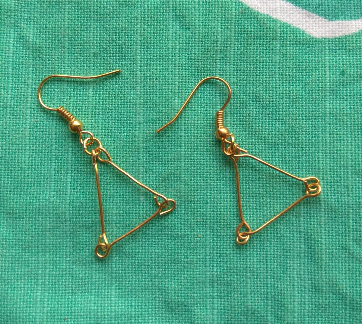 Diy jewelry feltmagnet diy project how to make triangle earrings with just jewelry findings solutioingenieria Image collections