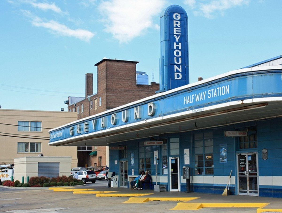 Greyhound bus layovers offer unique challenges to bus travelers.