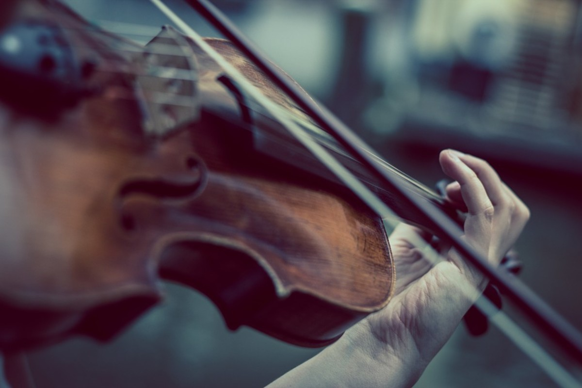 Playing the Violin With Beautiful Tone