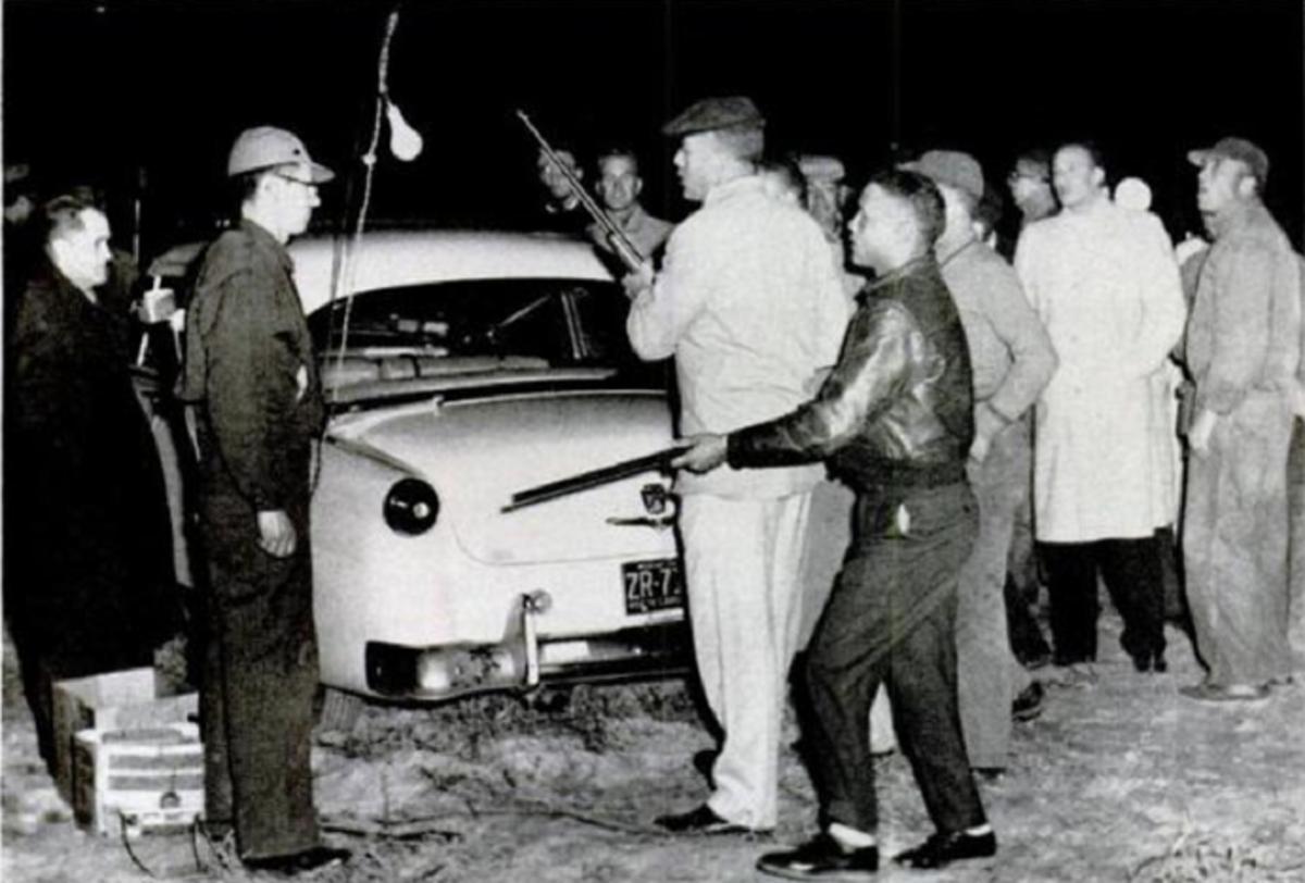 Lumbee men confront Klansmen at the intended KKK rally