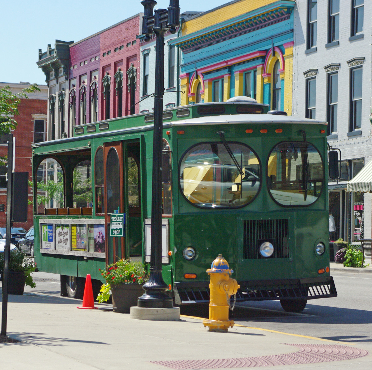 Hannibal Trolley parked on Main Street