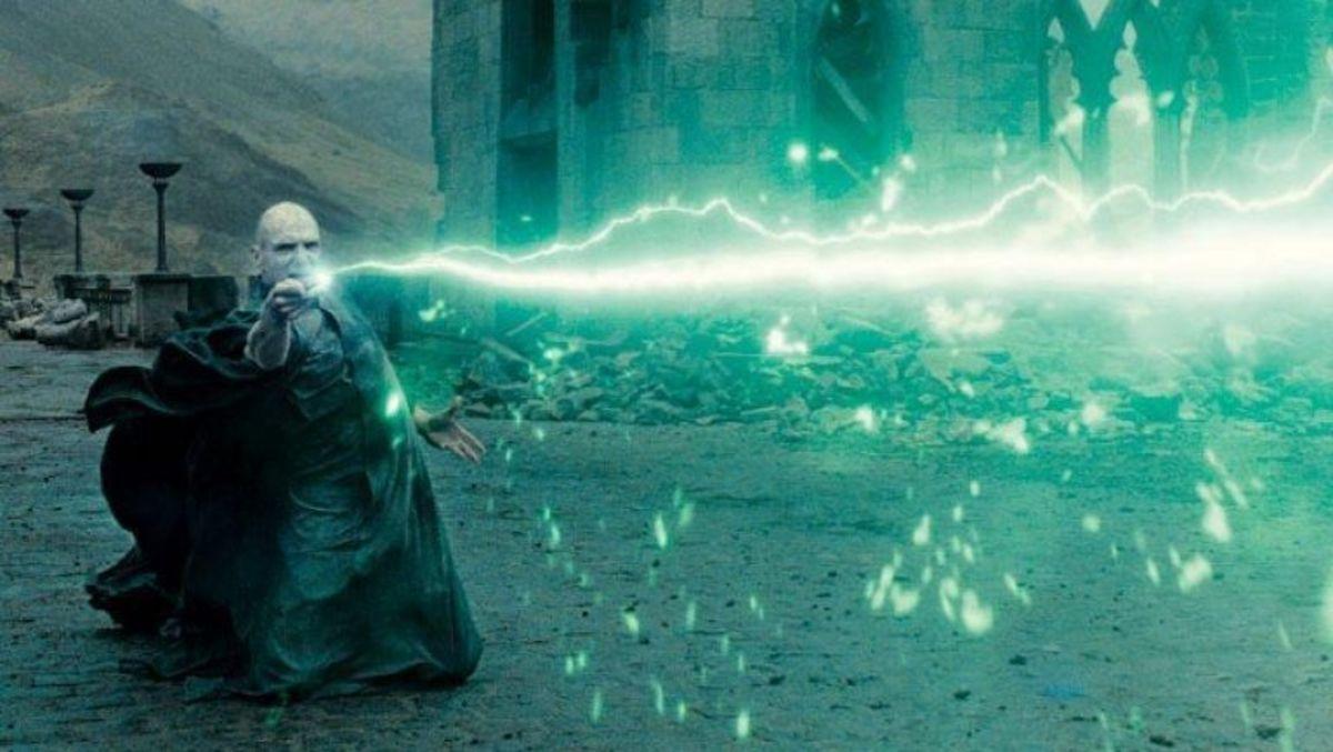Voldemort casts Avada Kedavra
