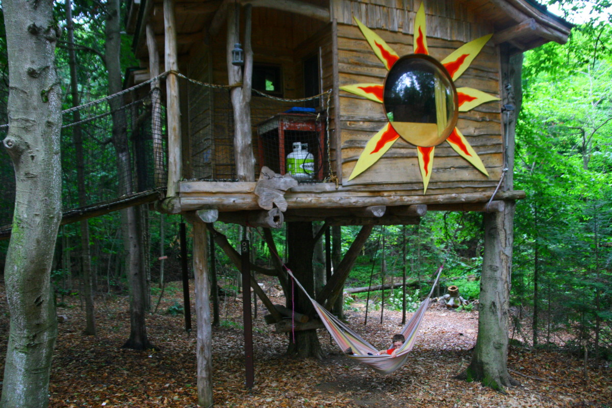 Camping in a tree house is a unique experience. This tree house is located in the Laurentian Mountains, near St. Sauveur.