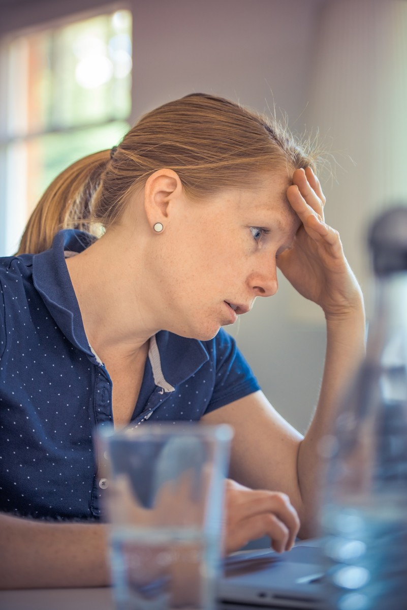 Does the sound of your co-worker chewing gum or talking loudly put you in a bad mood at work? Here are some other common sources of aggravation in the office.