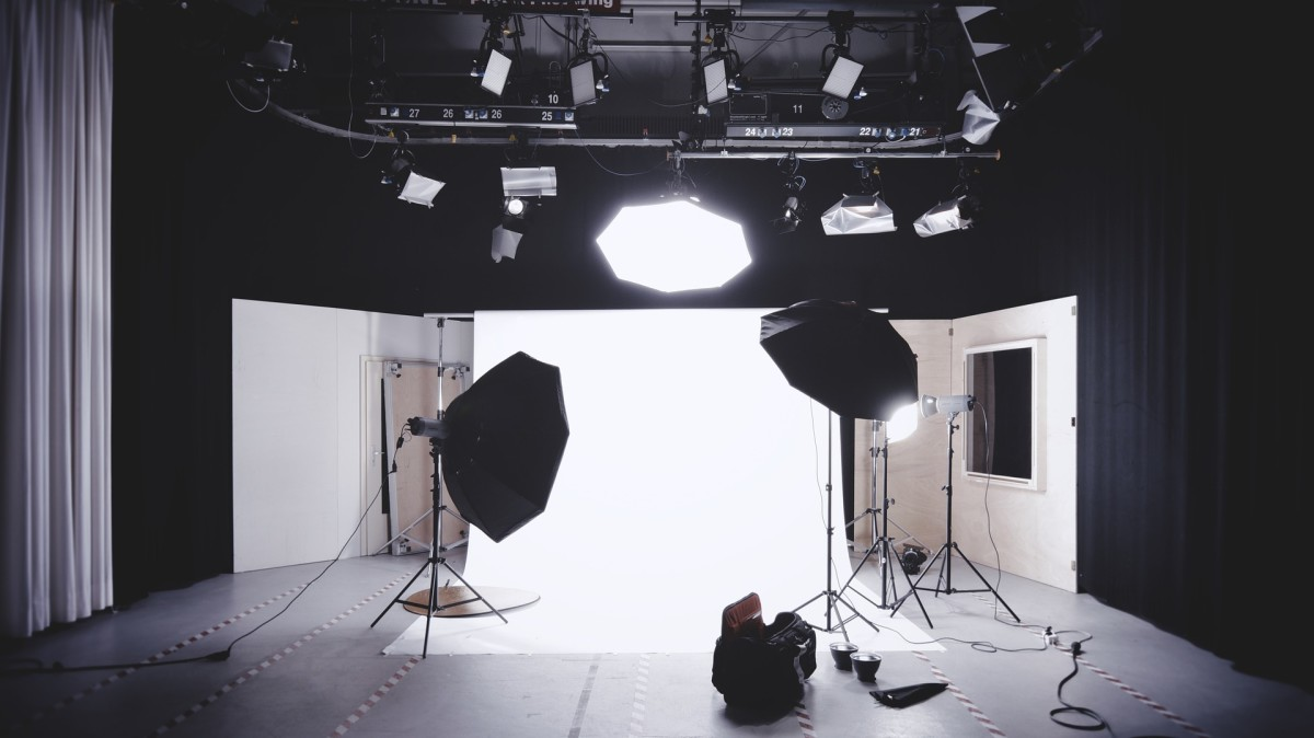 Low Cost Video and Photography Lighting for Beginners