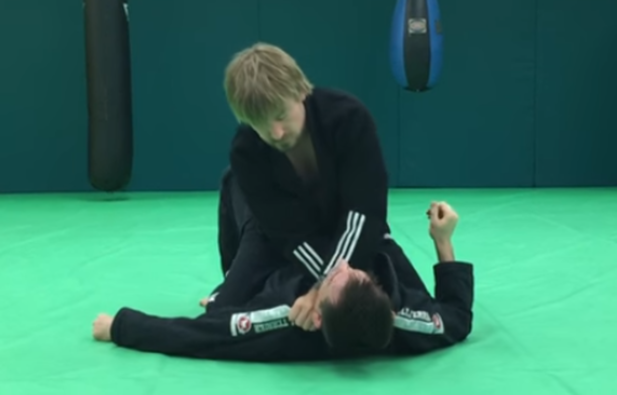 How to Cross Choke From the Mount in BJJ