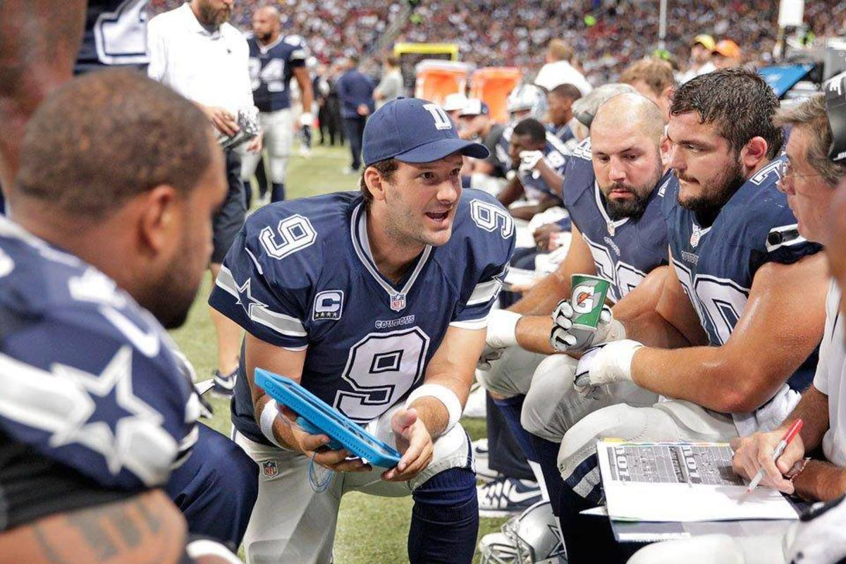 Tony Romo on the sideline addressing teammates.