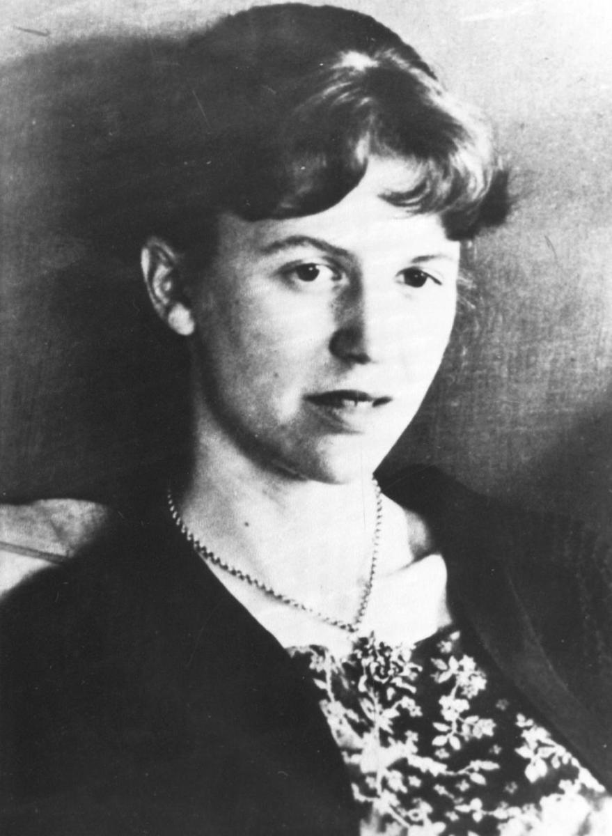 "Analysis of Poem ""Tulips"" by Sylvia Plath"