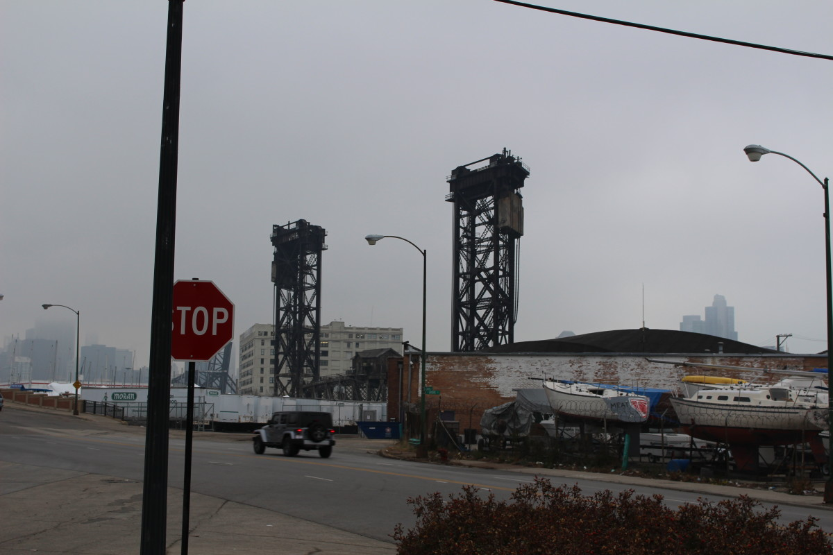 The supports of the neighboring train bridge (which can be seen prominantly from the surrounding area) is similiar to the Cermak Bridge in the game.