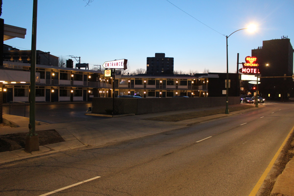 Here is the real-world Heart O' Chicago motel, picture taken in March 2019.