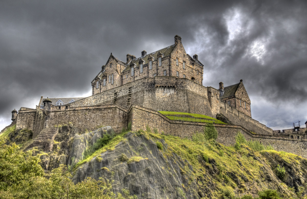 5 Terrifying Haunted Castles in Scotland