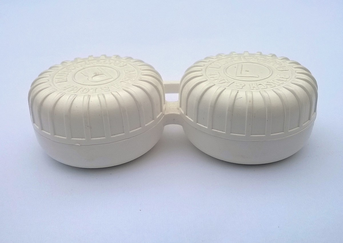 Contact lens storage case. This type is used with multipurpose/All-In-One solutions