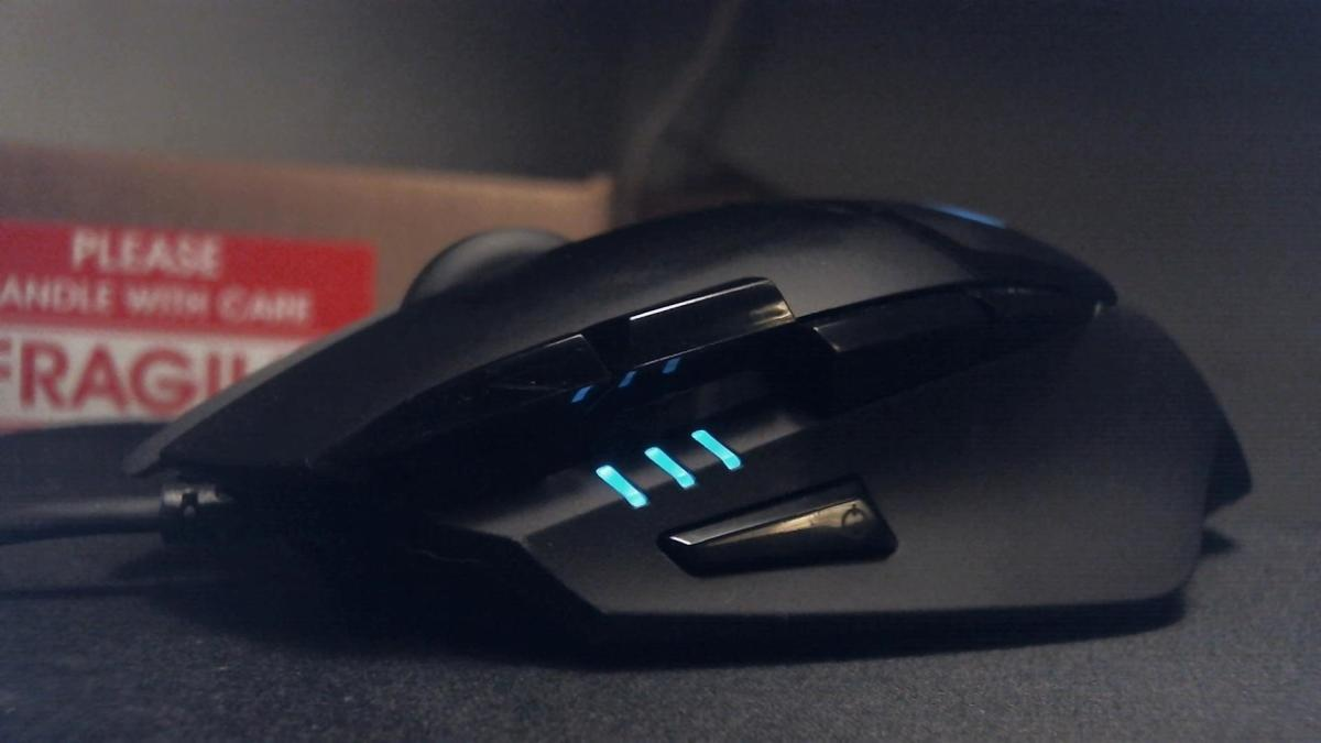 A close look at the Logitech G402 Hyperion Fury.