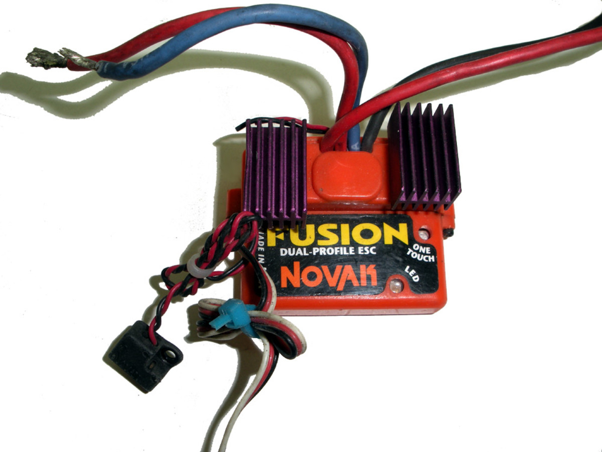 ESC for brushed motors. Note 2 sets of leads at top--one goes to battery pack, the other to motor.  The connectors at bottom go to the receiver.