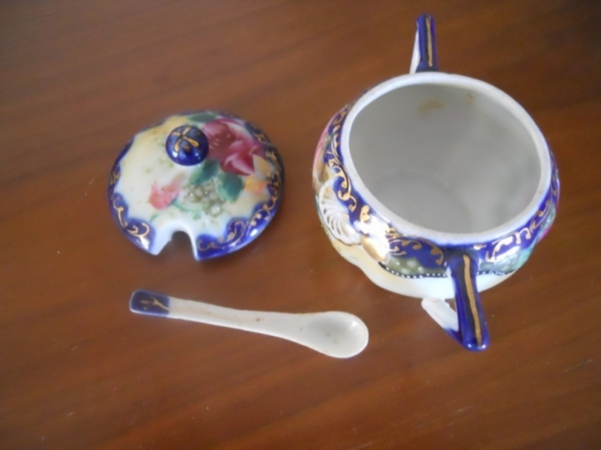 It comes with a little porcelain spoon.