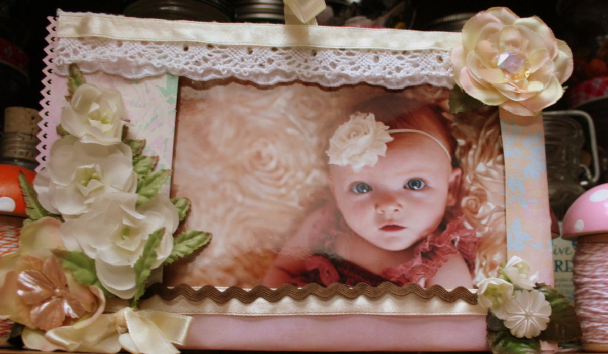 """Quick """"frame"""" craft using buttons as flower centers."""