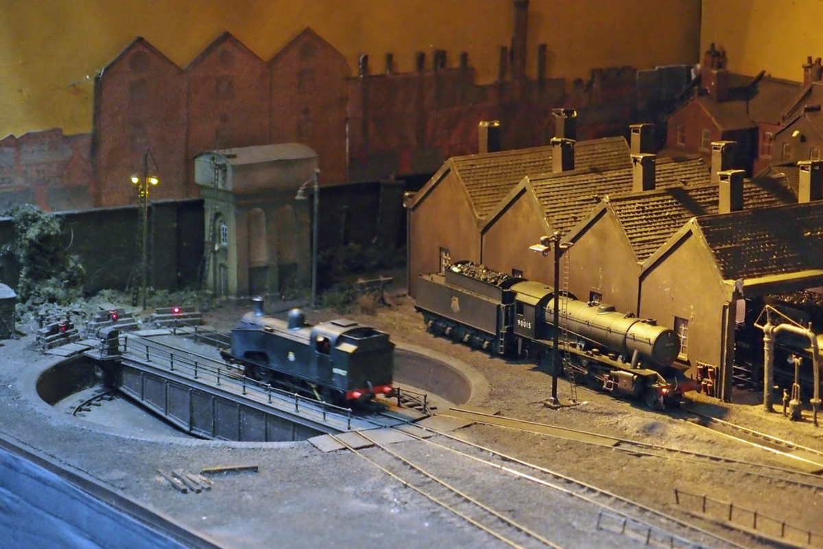 Another atmospheric view of Belmont Road shows an ex-GN 'Ardsley' 0-6-0 tank loco on the turntable, recognisable by the cut-out near the front of the side-tanks. This one's been fitted with a hopper bunker