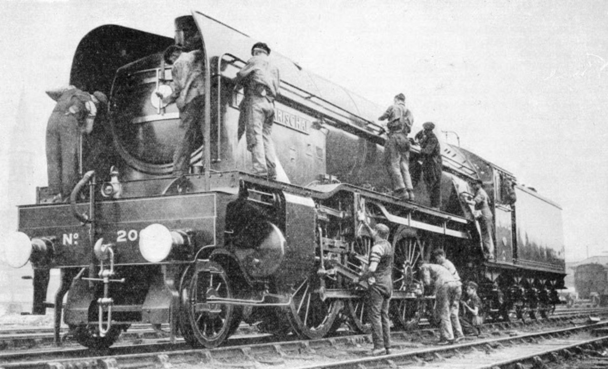 In Scotland again: cleaners spruce up LNER Class P2 2-8-2 'Earl Marischal' for a service north of the border (the class didn't operate this side of the Border until rebuilt as Class A2/2 by Edward Thompson after WWII)