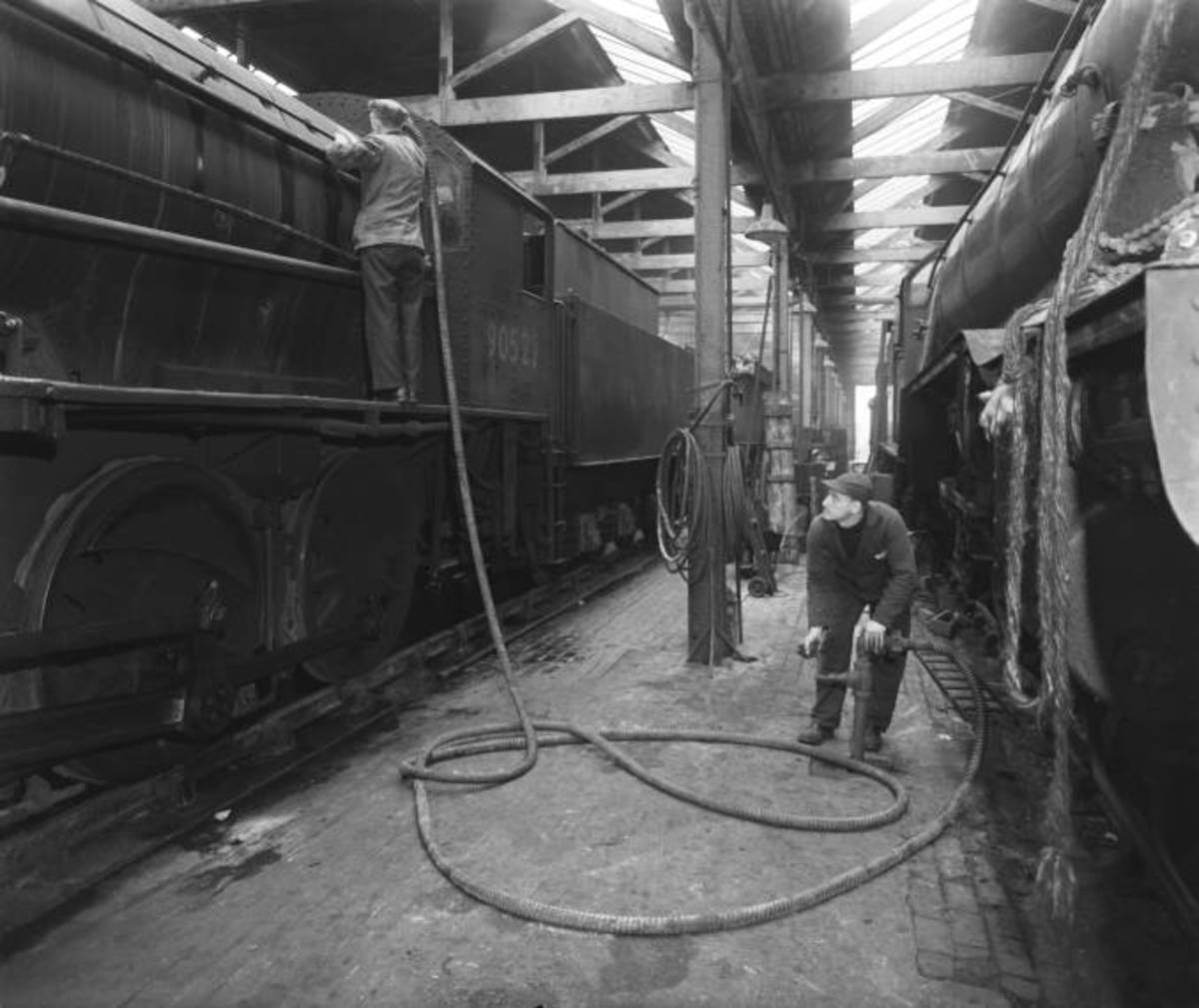Cleaners at March shed (Eastern Region) at work in 1960