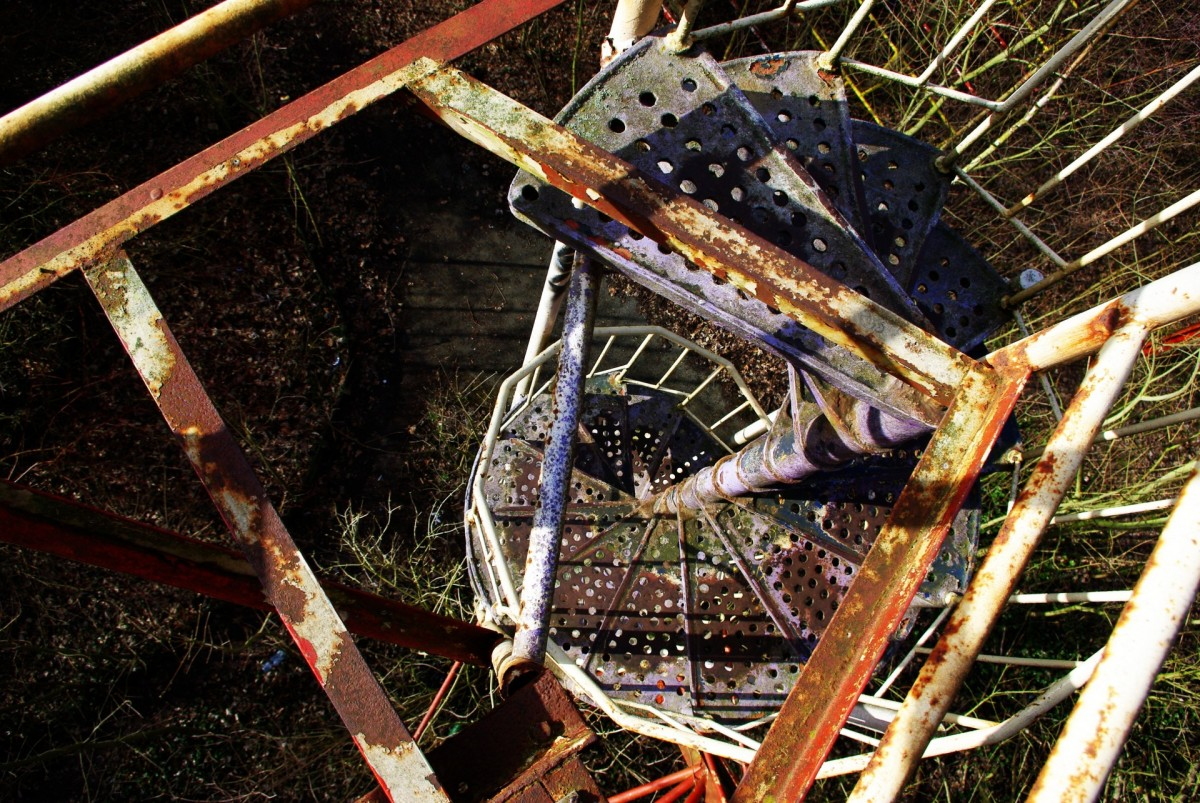 A rusty staircase can serve as an interesting basis for a plot.