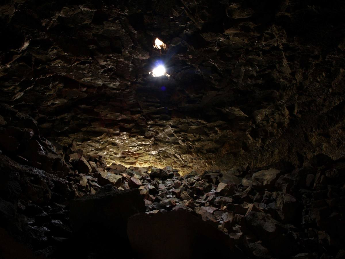 Inside Surtshellir, the longest lava cave in Iceland - between 1,5-2 km. By Jabbi (Own work) [Public domain], via Wikimedia Commons